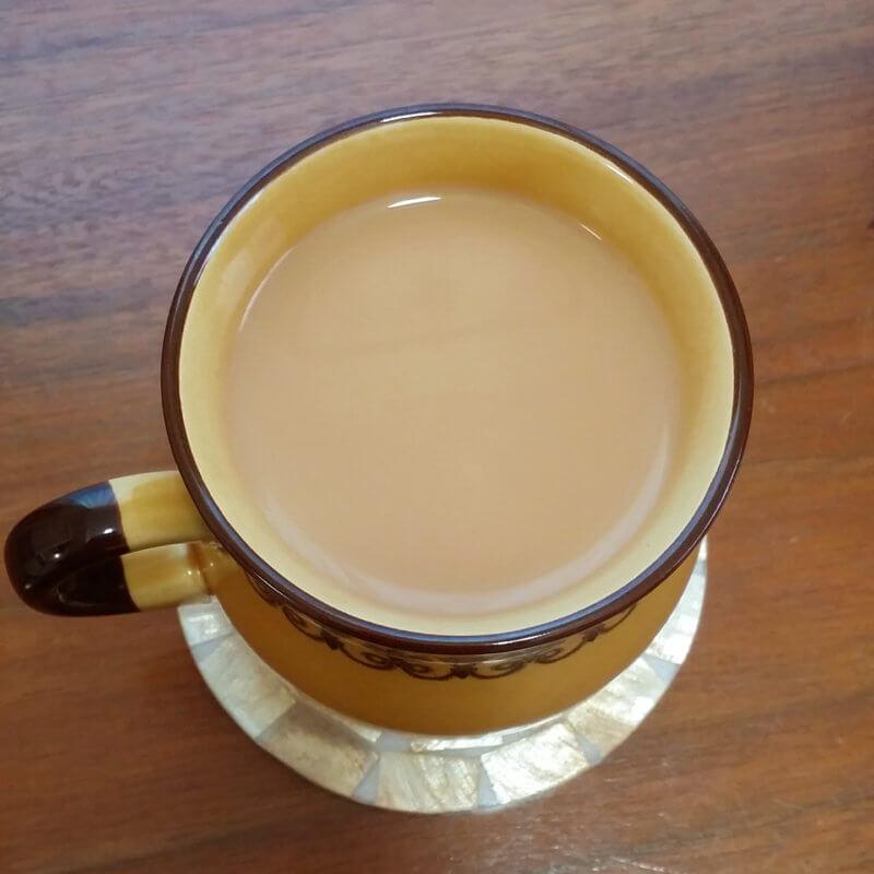 テイラーズオブハロゲイトのヨークシャーゴールド ミルクティー水色