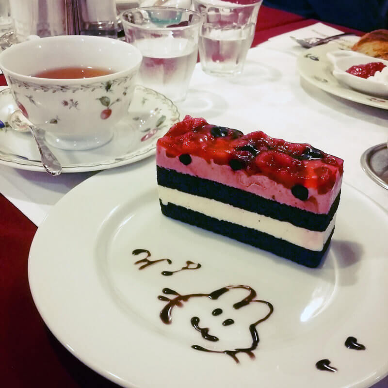 ワンダーパーラー うさぎのディッシュアートとケーキ
