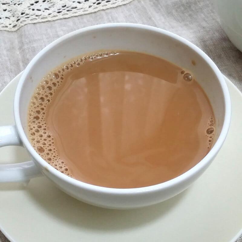ブンブン紅茶店のアッサムCTC ロイヤルミルクティー水色