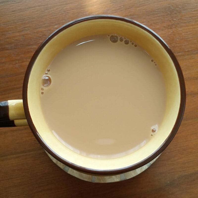 アーマッドティーのイングリッシュブレックファスト ミルクティー水色