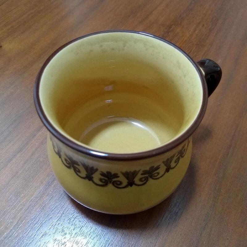 茶渋のついたマグカップ(黄土)