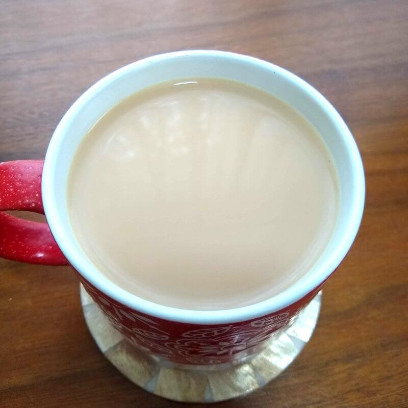 ハムステッドティーのイングリッシュブレックファスト ミルクティー水色