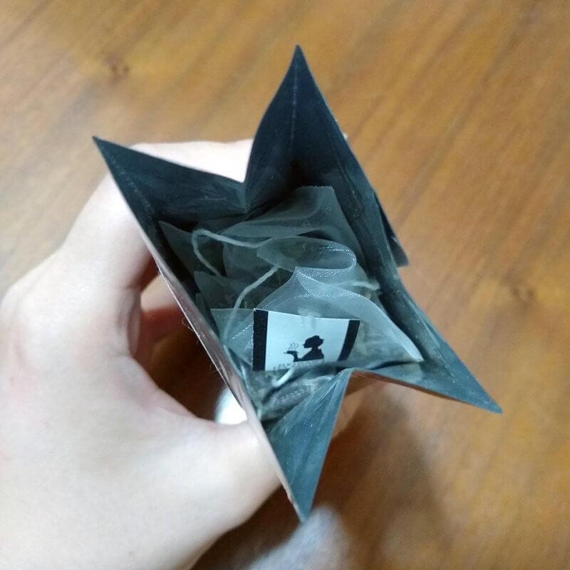 沖縄ティーファクトリーのバーベナティー 袋を開けたところ