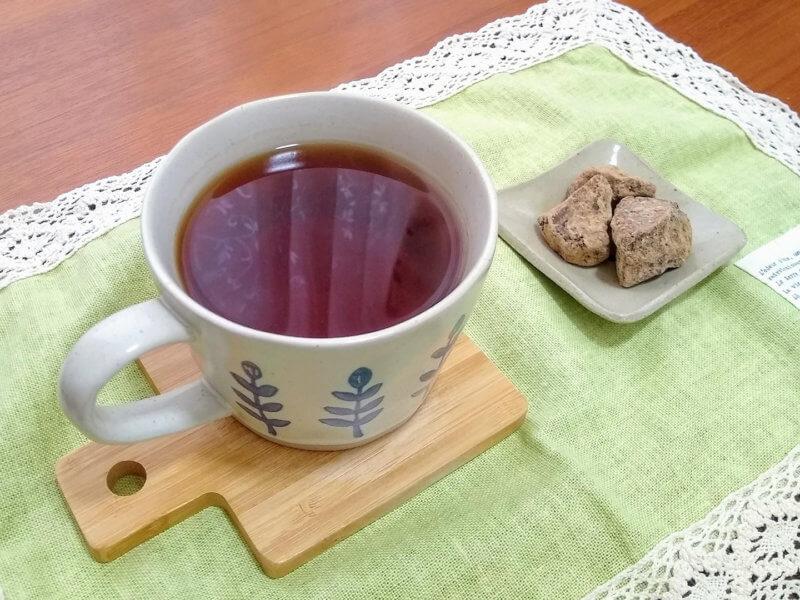 沖縄ティーファクトリーのバーベナティー 黒糖と合わせて