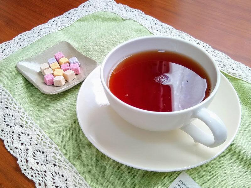 沖縄ティーファクトリーのサンセットヌーボー 琉球干菓子と合わせて
