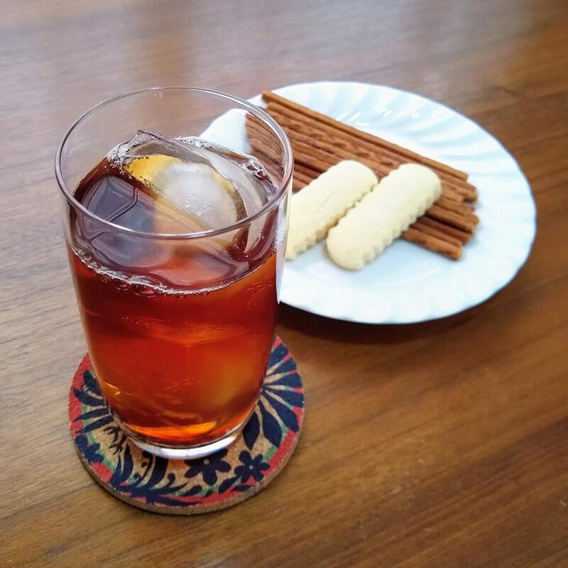 沖縄ティーファクトリーのサンセットヌーボー アイスティー 沖縄のお菓子と合わせて